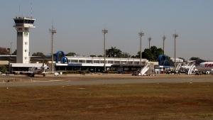 Aeroporto de Goiânia fica interditado após problema em aeronave