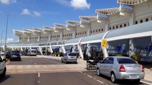 Aeroporto de Goiânia recebe combustível e volta a operar normalmente