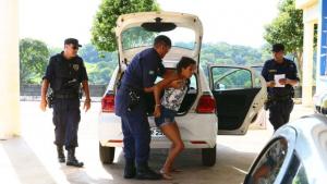 """Jovem detida violentamente por guardas civis em UPA desabafa: """"Dói muito"""""""