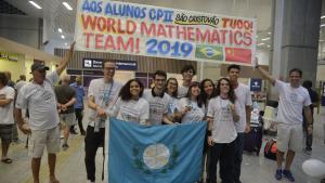 Brasileira de 15 anos estuda em escola pública e é campeã em olimpíada de Matemática na China