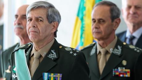 "Tentar ""desmoralizar"" o general Augusto Heleno serve a quê?"