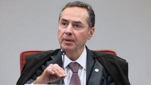Em nota, Barroso afirma que decisão sobre adiar eleições é do Congresso
