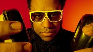 """Na terra do sertanejo, rapper BNegão toca """"para tirar a galera do sufoco"""""""