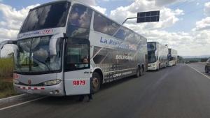 Polícia aborda ônibus com bolivianos que vieram para o Brasil protestar contra impeachment de Dilma