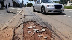 Paço pleiteia empréstimo de R$ 400 milhões para recapear ruas de Goiânia