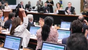 Senado aprova projeto que suspende prazos processuais a advogadas com recém-nascidos