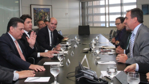 Marconi começa a viabilizar recursos para 30 mil casas em Goiás