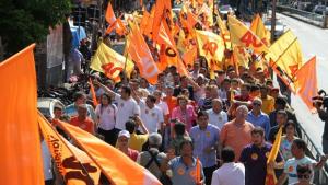 Caminhada reúne mais de 16 mil pessoas em apoio a Vanderlan