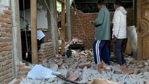 Forte terremoto deixa ao menos 14 mortos em ilha da Indonésia
