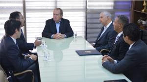 Rota aérea comercial entre Palmas e Xangai é apresentada ao governador Carlesse