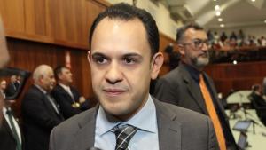 Focado no mandato, Cairo Salim discutirá disputa pela prefeitura de Aparecida apenas em 2020