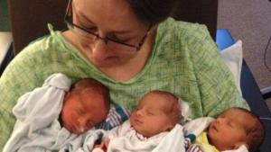 Cidade se une para cuidar de trigêmeos de menos de um mês, após morte de mãe
