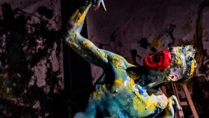 A colorida tela corporal de Marcos Abranches