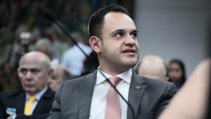 Cairo Salim pede mais prazo na mudança da idade de veículos de transporte por aplicativo