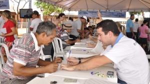Governo de Goiás entrega mais de mil escrituras para famílias da região Noroeste da capital