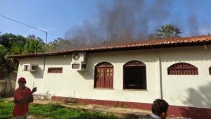 Revoltados, moradores de Buriti (MA) tentam agredir juiz e ateiam fogo em fórum