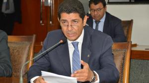 Assembleia aprova convocação do secretário Edson Cabral