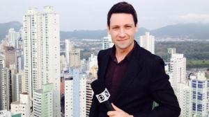 Equipe da GloboNews é apedrejada durante reportagem ao vivo