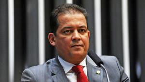 Entenda por que um lugar na mesa diretora do Senado seria uma rematada fria para Eduardo Gomes