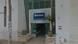 Vereador cobra explicações de faculdade privada de Goiânia que usa área pública como estacionamento