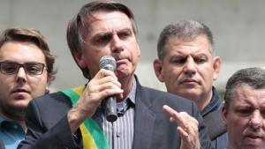 Bolsonaro diz que próprio PT foi responsável por tiros em ônibus no Paraná