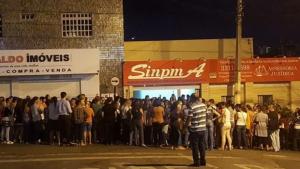 Mesmo com salário em dia, professores protestam em Anápolis