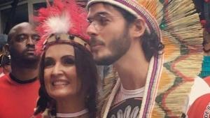 """No bloco de carnaval, Fátima Bernardes é entrevistada por folião: """"Foi golpe ou não?"""""""