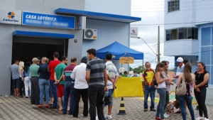Espera em filas de lotéricas de Goiânia pode ter tempo máximo estabelecido