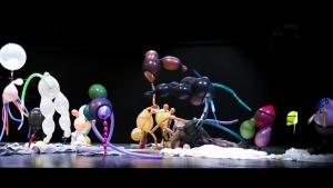 """De Bruxelas, """"Dansé Étoffée su Musique Déguisée"""" encanta as crianças goianas"""