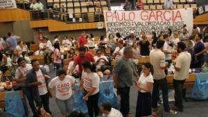 """Educadores em greve protocolam """"pauta enxuta"""" na Prefeitura de Goiânia e no MPGO"""