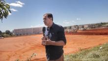 Local que será instalado hospital de Campanha em Águas Lindas recebe terraplanagem