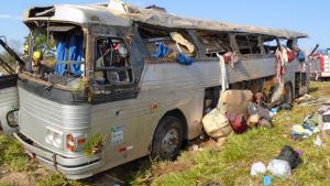 Testemunhas afirmam que ônibus estava acima da velocidade
