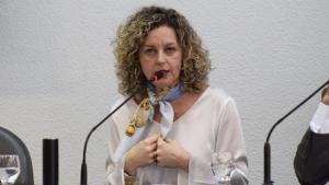 """Ana Carla Abrão: """"Crise econômica ainda não mostrou nenhum sinal de reversão"""""""