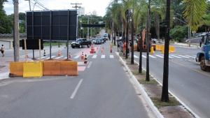 Obras da trincheira da Rua 90 são feitas na madrugada e moradores reclamam do barulho