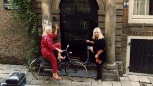 Livro de irmãs gêmeas prostitutas abre as cortinas do bairro da Luz Vermelha de Amsterdã