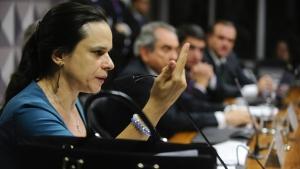 Janaína Paschoal afirma na comissão que não é tucana e se diz decepcionada com FHC