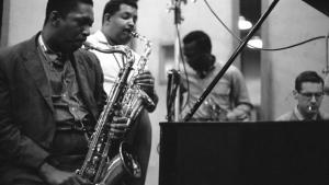 Miles Davis entre dois mundos: jazzista se reinventou e reinventou seu público