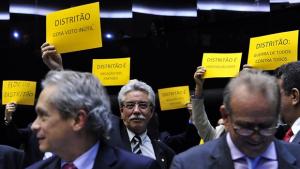Câmara rejeita distritão e financiamento privado de campanha