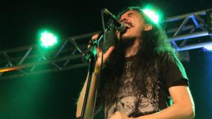Ex-vocalista de banda goiana está com leucemia e amigos fazem campanha para tratamento
