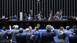 Senado conclui votação da reforma política e aprova recesso branco