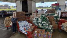 Magda Mofatto pega todo o seu salário e compra alimentos para pobres de Caldas Novas