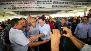 Marconi entrega recursos do Goiás na Frente em Edéia