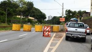 Prefeitura fecha mais sete acessos à Marginal Botafogo