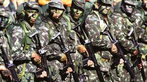 No Zimbábue, exército mantém família presidencial sob custódia