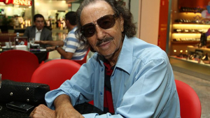Escritor Miguel Jorge supera pneumonia e volta para casa
