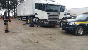 PRF recupera carga avaliada em R$ 1,5 milhão e liberta motorista feito refém
