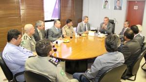 Paulo Garcia e José Eliton discutem ações conjuntas na segurança pública