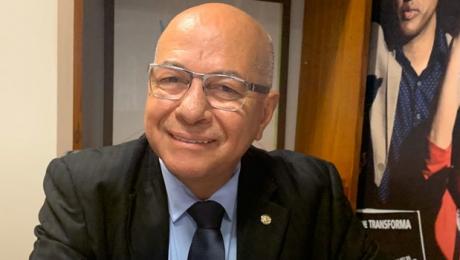 Professor Alcides diz que fica no PP e reafirma apoio a Gustavo Mendanha