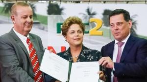 Dilma participa do lançamento do BRT ao lado de Marconi e Paulo Garcia