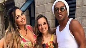 Ronaldinho Gaúcho decide casar com as duas namoradas, diz colunista